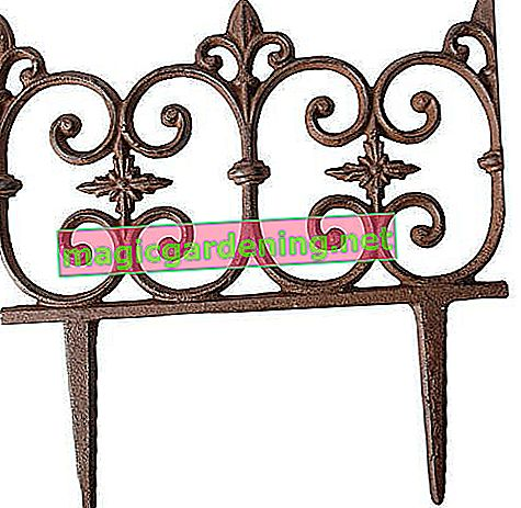 Esschert Design Beetzaun, decorative fence motif Piedmont made of reddish cast iron, approx. 26 cm x 28 cm