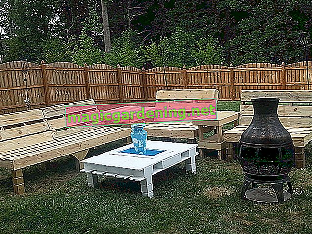 Create a lounge for the garden from pallets