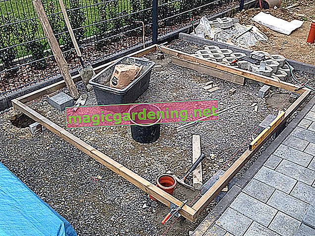 Foundation and flooring for a garden house without a floor